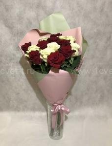 Букет из красной и белой розы №804