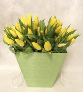 Букет из тюльпанов в коробке №820
