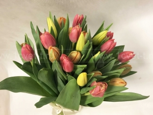 Букет весенний с тюльпанами №749